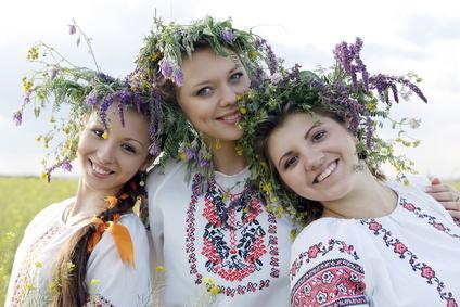 Украинские имена появились и развивались в едином потоке восточнославянских народов. Этим объясняется их схожесть с русскими и белорусскими именами.