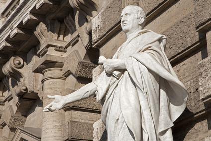 Имена в Древнем Риме давались в строгом соответствии с установленными правилами. Почему в роду Клавдиев мальчика нельзя было назвать Луцием?