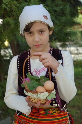Болгары сумели сохранить верность старинным славянским именам. Они берегут их, лелеют, перепевают на разный лад и придумывают новые имена.