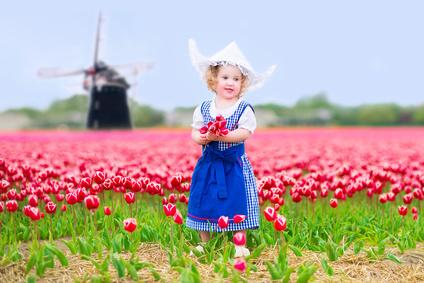 Основная часть старинных голландских имен имеет древнегерманское происхождение. Заимствованные имена голландцы часто «переделывают» на свой лад.