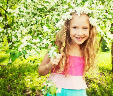 Женские православные имена из майских святцев – отличная возможность выбрать девочке удачное имя, которое поможет ей научиться ладить с людьми.