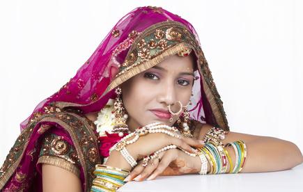 Индийские имена так красивы и мелодичны, как песни и танцы Индии. Какие традиции определяют выбор того или иного имени для индийского младенца?