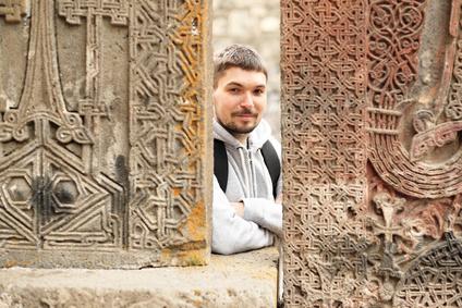 Армянские фамилии – явление относительно новое. Что частично заменяло фамилию в древности? Как образовывались армянские фамилии и каково их значение?