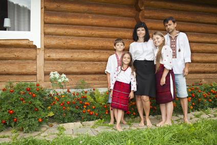 Наследственные именования славян во многом формировались по общим законам. Какие особенности объединяют славянские фамилии? В чем их различия?