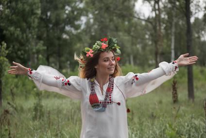 Первые родовые именования, которые, по сути, и были фамилиями, у белорусов стали появляться рано. Почему этот процесс завершился только в начале ХХ века?