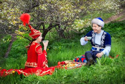 Древняя казахская именная формула не очень удачно трансформировалась в современные фамилии. Что вызывает нарекания у казахских лингвистов?