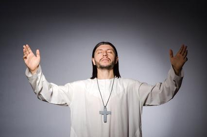 Не секрет, что фамилия Попов своими корнями уходит в просторечное название священника. Какой личное имя стало основой для фамилии Попов?